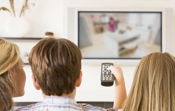 Pozeranie televízie kazí zrak